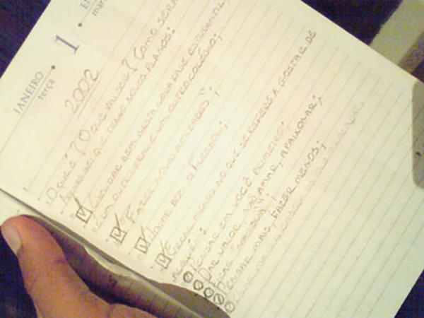 Como escrever na internet: escrevendo, primeiro, no papel.